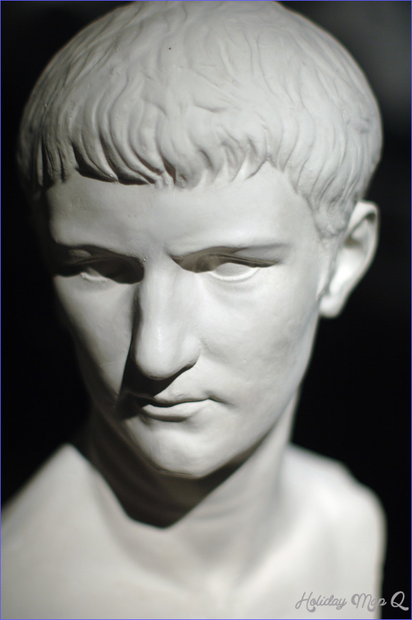 File:Caligula Bust Houston Museum.jpg - Wikimedia Commons
